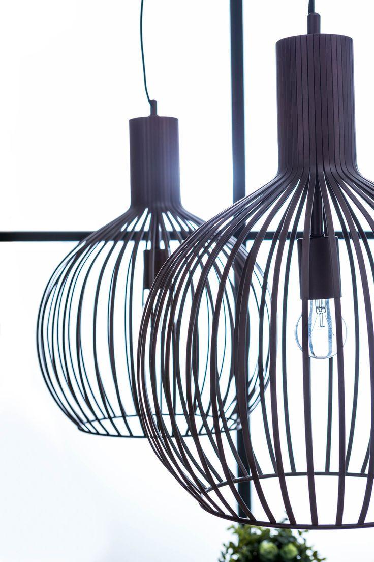 Een lichtpuntje in een industrieel interieur, dankzij de draadstructuur in bronskleur !