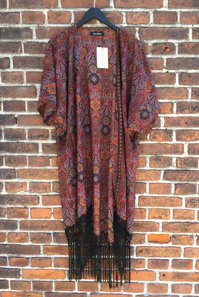 Mønstret kimono af vintage-sarier fra Sissel Edelbo i varme farvenuancer fra My Fair Shop