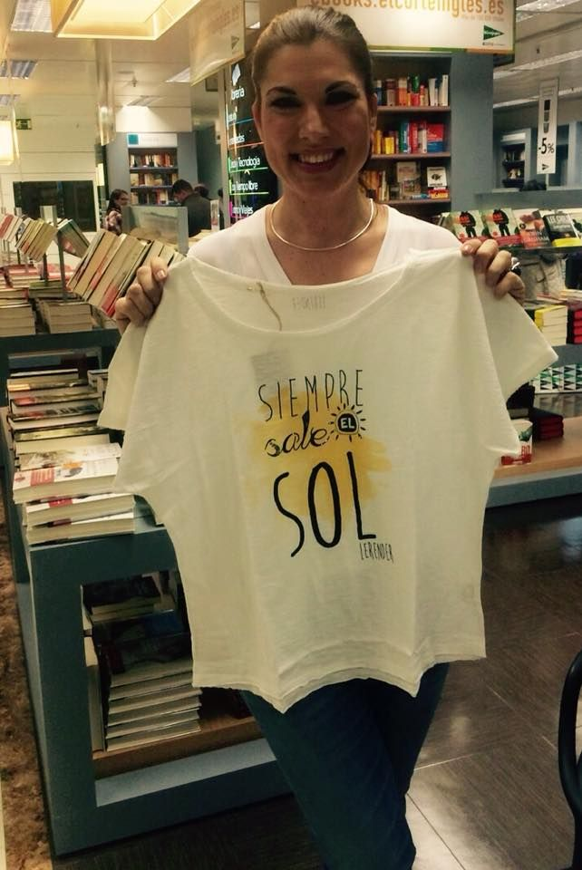 Siempre Sale El Sol, así de positiva luce IsasaWeis nuestra camiseta.