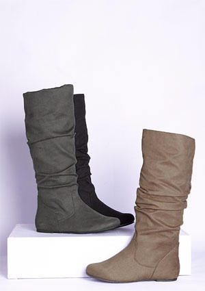 ordered in grey, yay for flat boots for walking around #paris