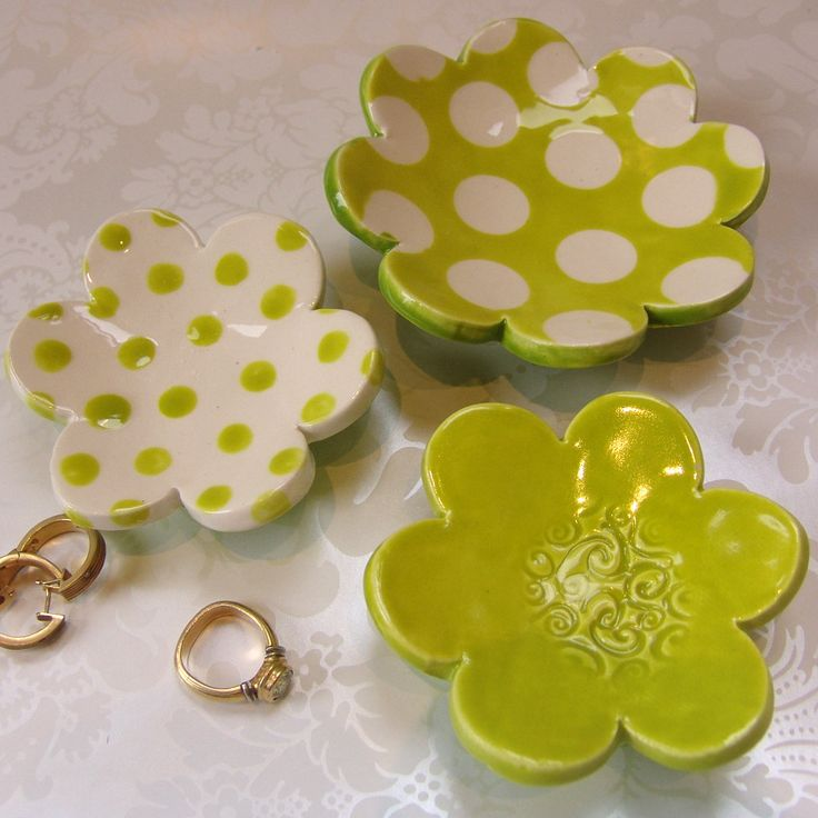 chartreuse flower dish set