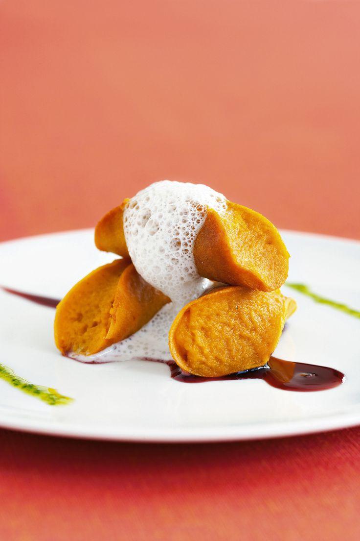 Leggi la ricetta dei cannoli croccanti di zucca alla salvia proposti da Sale&Pepe. Gusto, leggerezza e bontà in un solo piatto. Scopri la ricetta.