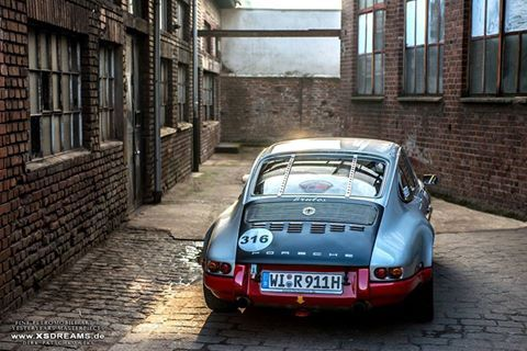 Road Sports Cars - Magnus Walker Porsche 911.
