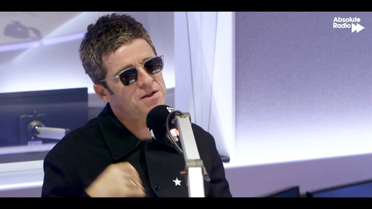 Noel Gallagher on playing the scissors...When Noel Gallagher played on 'Later... with Jools Holland', a member of his band played the scissors. Here, he tells Frank Skinner why that happened, and how he knew Liam would react!