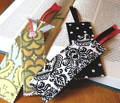 Easy fabric bookmark tutorial.  Hang on to your scraps, these sew up quickly and make a great gift.