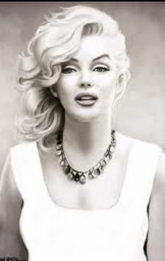 Marilyn Monroe, how is it she died in 1962  and yet looks trendy in 2013? A lady ahead of her time!
