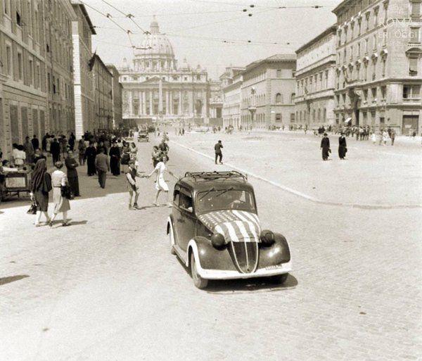Via della Conciliazione (George Silk, 1944)