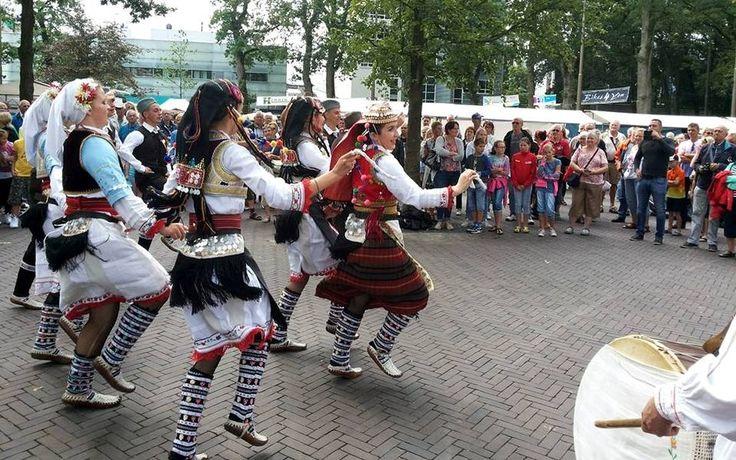 Met een korter festival rond Pinksteren en een gedeeltelijke verhuizing naar Emmen ziet het bestuur van het Wereld Muziek- en Dansfestival SIVO in Odoorn voldoende aanknopingspunten om de komende periode verder te praten over een doorstart van het SIVO-festival in 2017.  Lees verder op onze website.