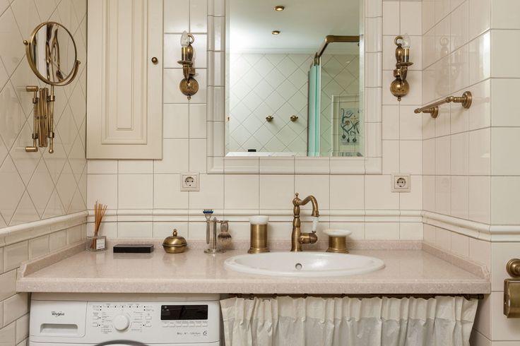 Набирающий все большую популярность тренд - латунные детали в интерьере ванной комнаты. Возможно, именно этот тренд поможет Вам создать ванную комнату, в которой Вы будете проводить время с огромным удовольствием.  Здесь можно выбрать аксессуары для ванной в бронзеhttps://goo.gl/j8pnqx Здесь можно купить смеситель в бронзеhttps://goo.gl/fJxNHe…