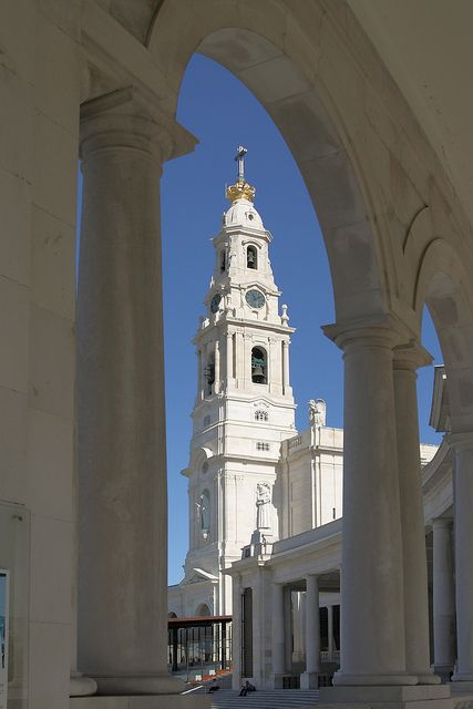 Basilica del Santuario de la Virgen, Fatima, Portugal