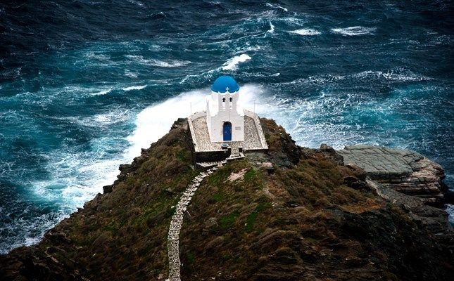 Το εκκλησάκι των Επτά Μαρτύρων, στολίδι του Κάστρου της Σίφνου! http://diakopes.in.gr/the-experts-way-blog/article/?aid=209986 #sifnos #island #greece #cyclades #travel