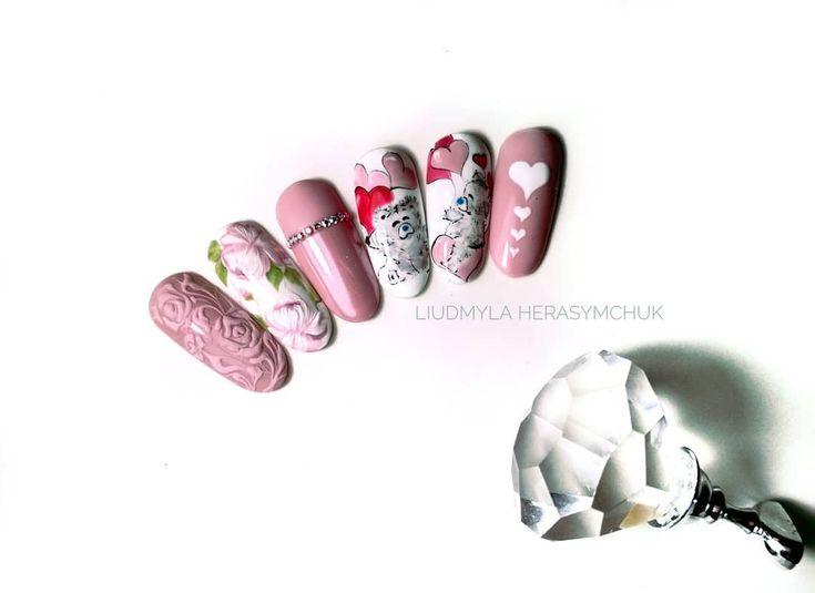 Walentynki ❣️ Hybryda 99024 - https://ysbeauty.pl/gel-polish-99024 pigment Pearl White - https://ysbeauty.pl/pigment-pearl-white Zdobienia wykonane żel paintami LeVole. By @liudmyla.herasymchuk #LeVole #beautyservicepl #paznokciezelowe #paznokcie #ysbeauty #paznokcie #pearlwhite