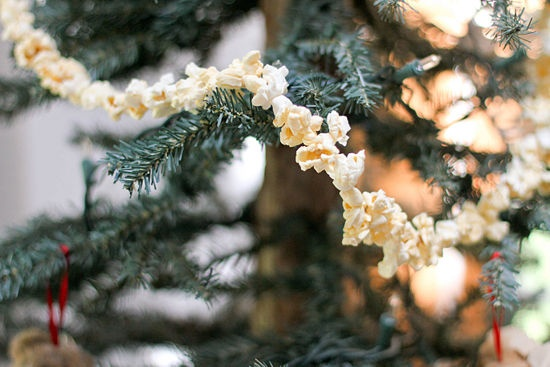 8. Stringing Popcorn Garlands    {Our family favorite every Christmas}  #momselect  #yoursantastory