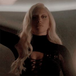 """Recensione   American Horror Story: Hotel 5×03 """"Mommy""""   parolepelate"""