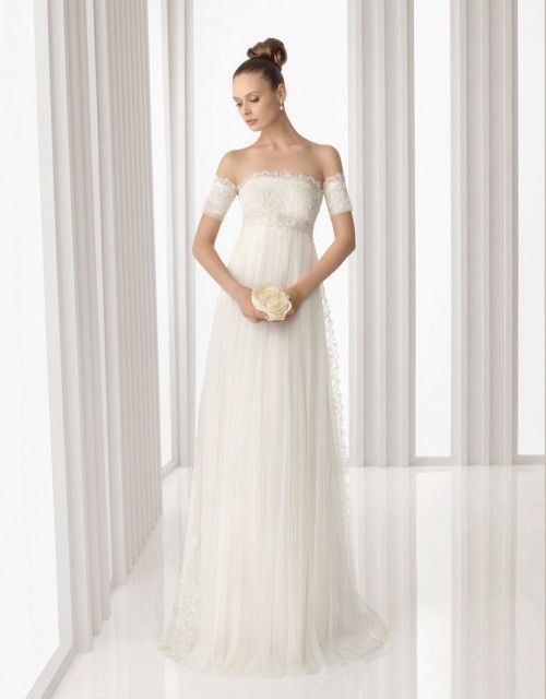 Vestido de novia corte imperio. Rosa Clará 2012  http://creandotuestilo.com/2011/10/12/estilos-de-vestidos-de-novia-para-cada-tipo-de-cuerpo/#