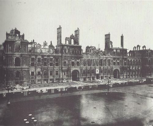 Hôtel de Ville après l'incendie lors de la Commune de Paris en 1871. Photo Charles Marville