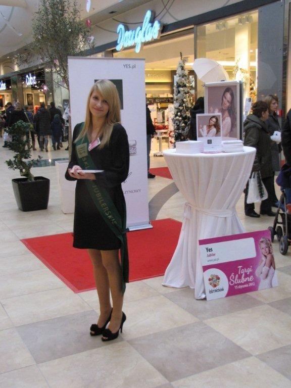 Nasza hostessa w Centrum Handlowym Real
