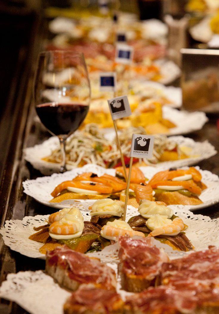 Pintxos at the Bar | © Donostia/San Sebastian 2016/Flickr