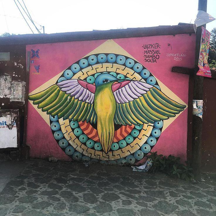 De nuestra última visita a #tepoztlan los dejamos con esta obra de #zurdo feliz fin de semana @bepartofstreetart @streetart_mexico ❤️ 🇲🇽 ✌🏼 #streetartchilango #streetartmexico #graffitimexico #mexico #df #mexcodf #cdmx #mxdf #mexicourbano #mexico🇲🇽 #tepoztlán #streetart #streetarts #streetartdaily