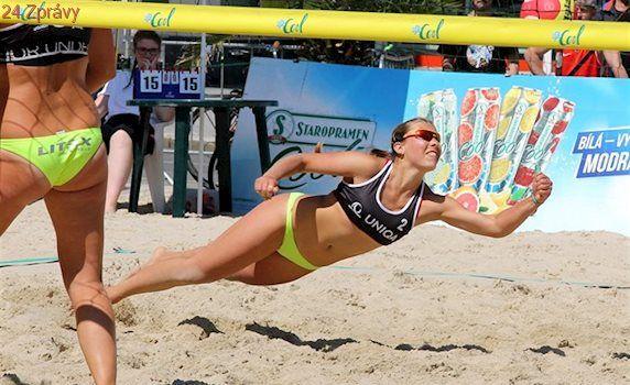 Plážový volejbal se vrací na náměstí, první turnaj viděla Opava
