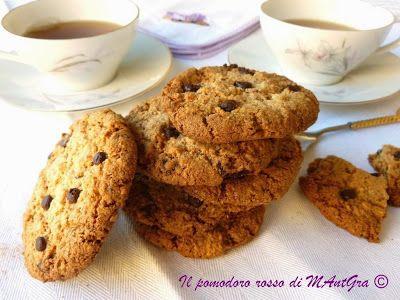 Biscotti di mandorle, nocciole e cioccolato- Gluten free http://ilpomodororosso.blogspot.it/2015/06/biscotti-di-mandorle-nocciole-e.html