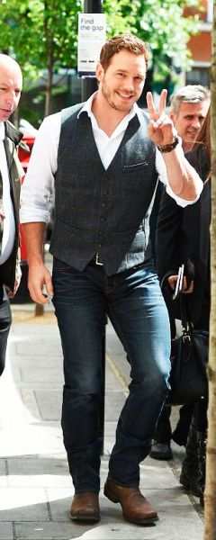 Chris Pratt hit the ITV Studios in London on Thursday to record another round of interviews as part of his promo tour for Jurassic World - May 28th 2015