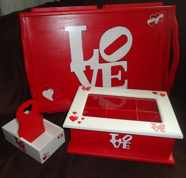 Bandeja desayuno con patas, porta sobre edulcorante-azúcar-té y caja de té-café con tapa de vidrio de seis divisiones. En el mismo diseño: LOVE