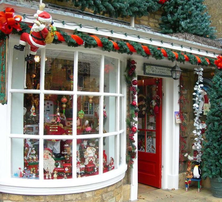 ~ Cottswolds Christmas shop ~ Bourton on the Water ~ England ~