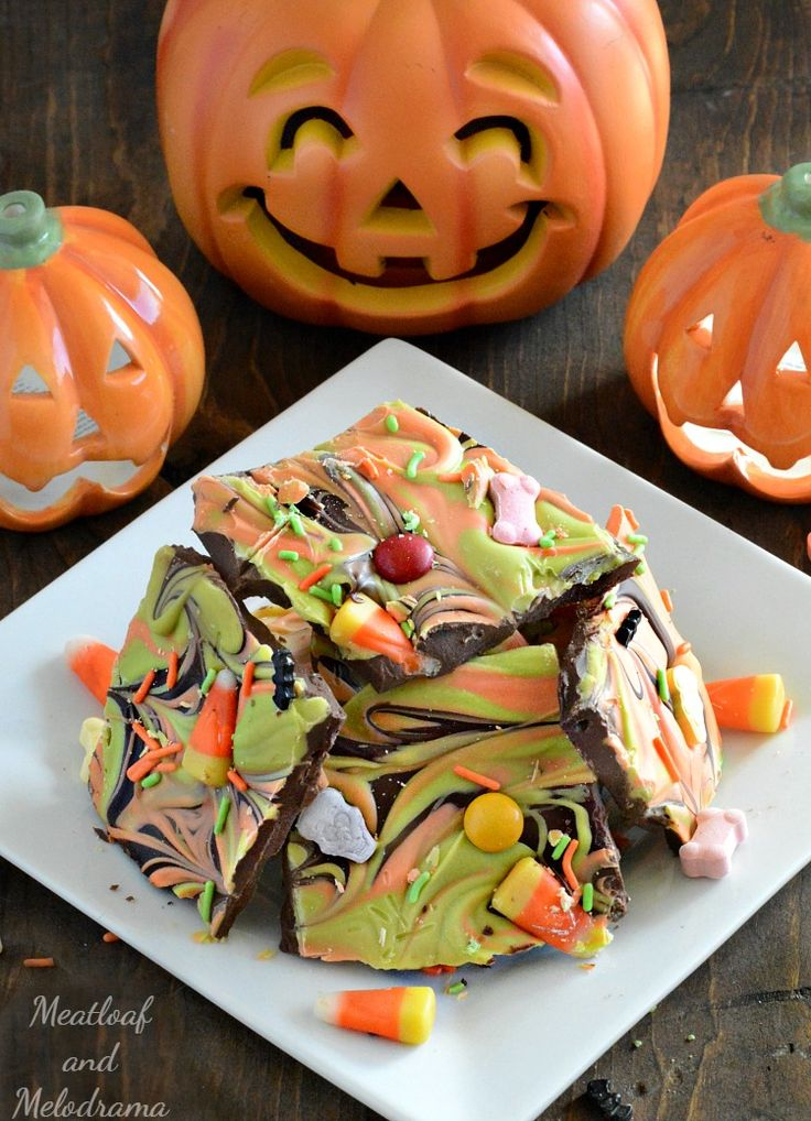 There are no tricks to make this Easy Halloween Candy Bark. It's a frightfully fun treat to eat and share with little ghouls and goblins everywhere!