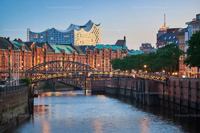 Blick Auf Die Speicherstadt Und Die Elbphilharmonie Hafen City Stadt Hamburg