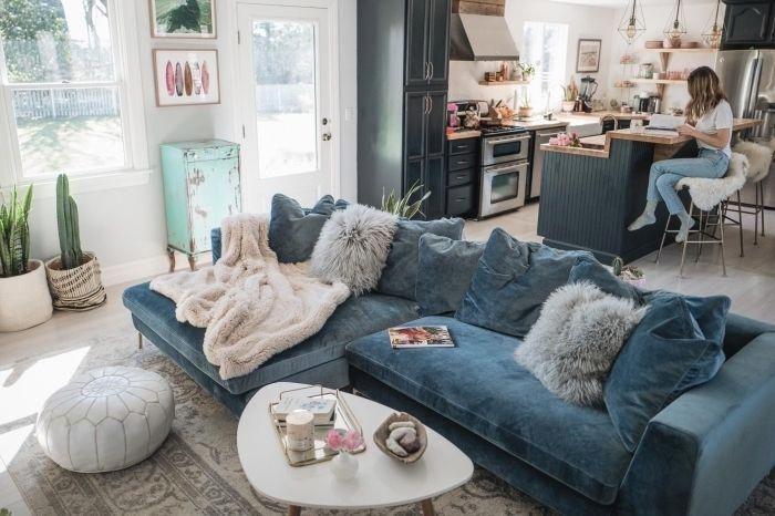 Un Grand Canape Cosy En Velours Couleur Bleu Canard Qui Trone Au Centre D Un Salon Boheme Chic Ouvert Cozy Sofa Living Room Decor Apartment Living Room Designs