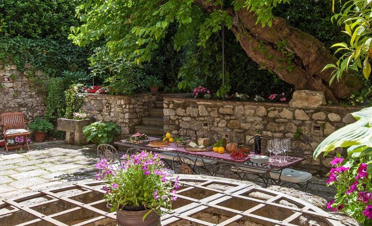 Beautiful apartment nearby Florence with courtyard