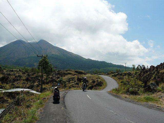 Wil jij een scooter huren op Bali? Lees dan dit artikel door, want ik geef antwoord op essentiële vragen over het brommer-rijden op dit eiland.