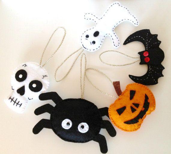 Set of 5 Felt Halloween Ornament Halloween Decoration Felt Pumpkin Felt Skull Felt Spider Felt Ghost Felt Bat Halloween Keychain or Brooch. on Etsy, £25.00
