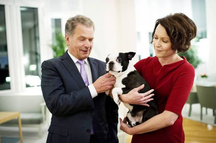 Yksi kuva hurmaa maailmalla: Suosittu vitsisivusto huomioi presidenttiparin Lennu-koiran