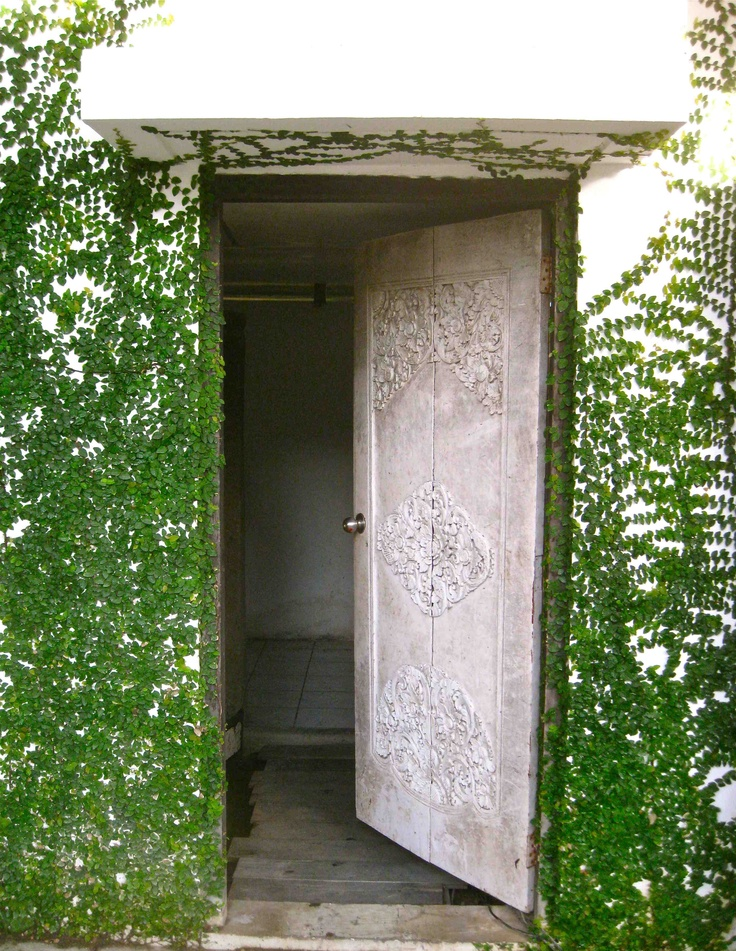 Morabito Art Villa | Eclectic mix Balinese door with clean lines and greenery. # & 30 best Doors images on Pinterest | Balinese decor Bali bedroom and ...