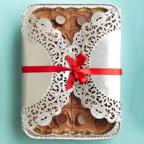 Doily-Wrapped Baking Pan. See more #Christmas Cookie Gifts: http://www.bhg.com/christmas/cookies/delightful-christmas-cookie-gifts/