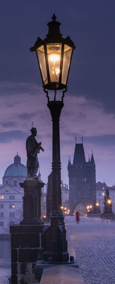 Street Lamp, Prague, Czech Republic (photo by WilsonAxpe)