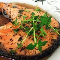Een heerlijk en gezond recept voor zalm met verse tijm, eenvoudig in de pan gebakken.