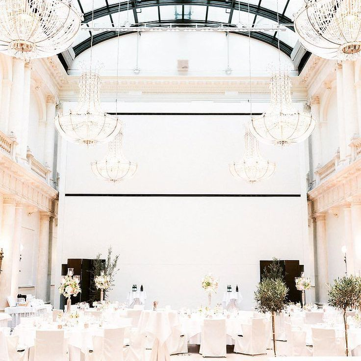 Wedding traditions are getting popular again ... Engagement parties 3-day-weddings and eternity rings are some of the upcoming trends that I spoke about with @braut.de  #Hochzeituptodate #weddingtrends #weddingtraditions #weddingplanner