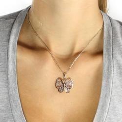 @Overstock - Это золотое ожерелье бабочка обладает высокой польский кулон бабочка состоит из 18-каратного два тона золота за латуни с бисером филигранной крылья. Кулон висит на соответствие 18-дюймовые, позолоченные цепочки веревку и закрывается с застежкой кольцо весной ....http://www.overstock.com/Jewelry-Watches/Toscana-Collection-18k-Two-tone-Gold-Overlay-Butterfly-Necklace/6187569/product.html?CID=214117 $21.99