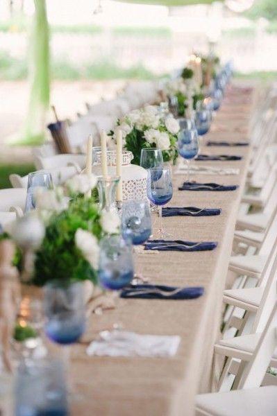 idée déco table mariage bleu ciel ivoire blanc lin naturel intimate weddings Carnet d'inspiration Mademoiselle Cereza mariage bleu ciel, ivoire, blanc