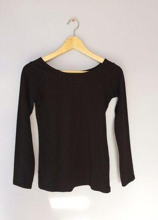 Kup mój przedmiot na #vintedpl http://www.vinted.pl/damska-odziez/bluzki/21370540-czarna-bluzka-dekolt-cropp-m