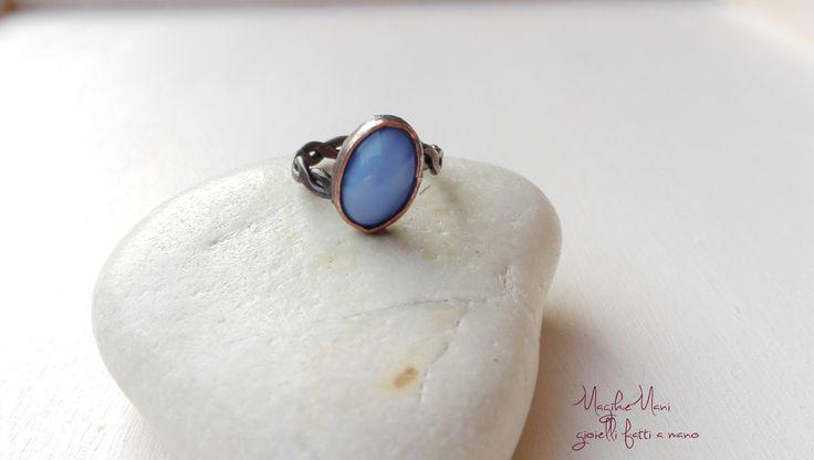 anello regolabile con perla di vetro azzurra incastonata e corpo intrecciato di MagikeMani su Etsy