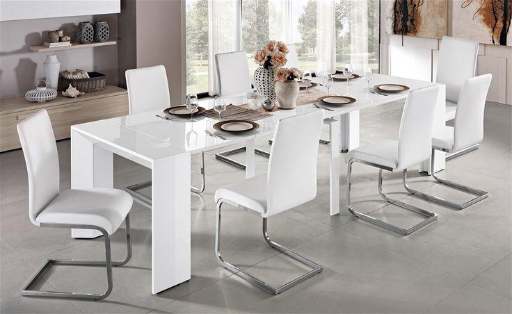 In pochi semplici gesti il tavolo Prisma si allunga per accogliere tutta la famiglia.