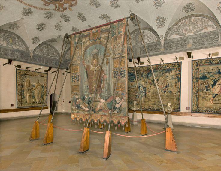 Castello Sforzesco_Gonfalone realizzato da una celebre bottega di ricamatori, su disegno di Giuseppe Arcimboldi e Giuseppe Meda nel 1565-1567