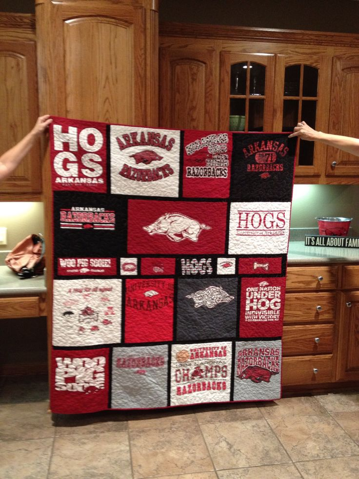 Razorback T-Shirt quilt! This is a must do for all fans with their college tees! @Antoni Cantone Nadal Bvo Pate Razorbacks #razorbacks #quilt