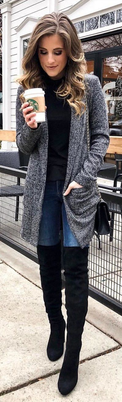 #winter #outfits  grey open cardigan with blue denim jeans outfit. Pic by @courteink.