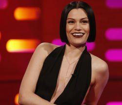 Jessie J deixa de seguir todos os fãs e causa revolta no Twitter #ArianaGrande, #BangBang, #Cantora, #Jessie, #JessieJ, #Minaj, #NickiMinaj http://popzone.tv/jessie-j-deixa-de-seguir-todos-os-fas-e-causa-revolta-no-twitter/