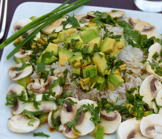 Salade de riz à l'avocat et aux champignons #vegan #vegetalien